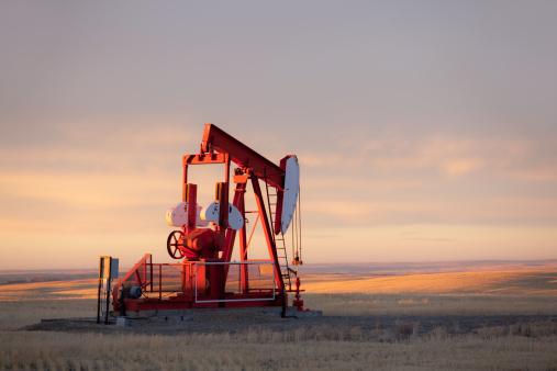 Oil Industry「Red Prairie Pumpjack in Alberta Oil Field」:スマホ壁紙(2)