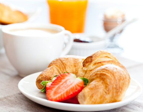 Bun - Bread「Croissant and sliced strawberry on a plate in front of mug」:スマホ壁紙(11)
