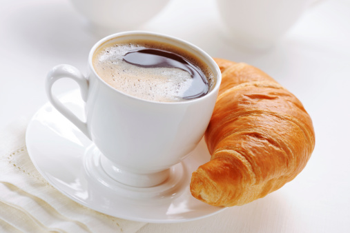 三日月形「クロワッサンとコーヒー」:スマホ壁紙(12)