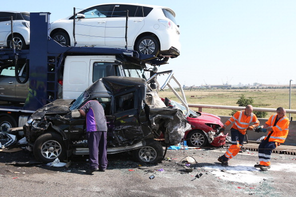 Recovery「Emergency Services Attend Major Road Accident In Kent」:写真・画像(1)[壁紙.com]