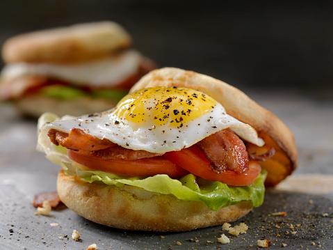Toasted Food「Fried Egg, BLT Breakfast Sandwiches on English Muffins」:スマホ壁紙(2)