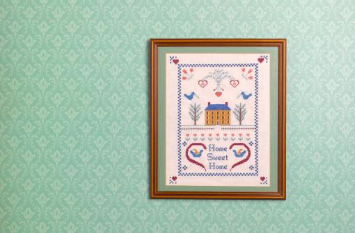 Hanging「Home sweet home sampler against wallpaper」:スマホ壁紙(17)