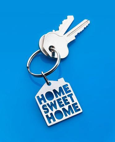 Keyring Charm「Home sweet home keyring on blue」:スマホ壁紙(3)