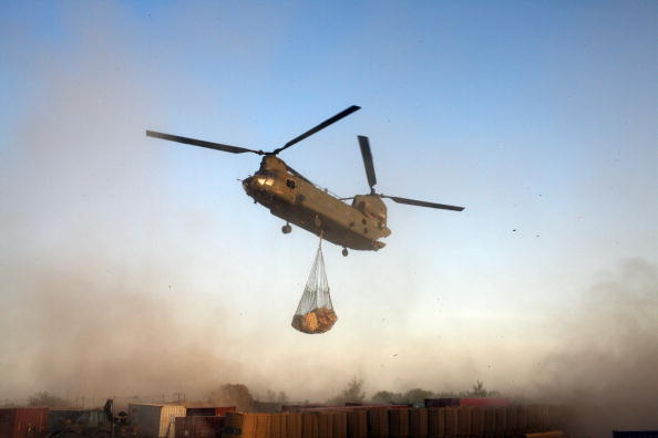 CH-47 Chinook「British Paratroops living in a Forward Operating Base in Afghanistan」:写真・画像(17)[壁紙.com]