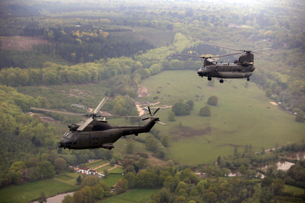 CH-47 Chinook「The Royal Navy, Army and RAF Helicopter Crews Prepare Ahead Of The Diamond Jubilee」:写真・画像(8)[壁紙.com]