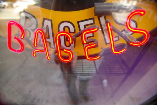 ネオン「Bagels sign in window」:スマホ壁紙(8)