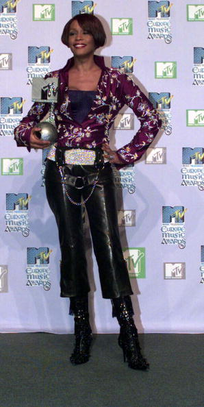 Award「Whitney Houston award winner at the MTV European Music Awards in Dublin 1999」:写真・画像(13)[壁紙.com]
