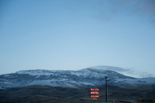 Motel「Fresh snow and frost covers hills in Ashland, Oregon, USA」:スマホ壁紙(0)