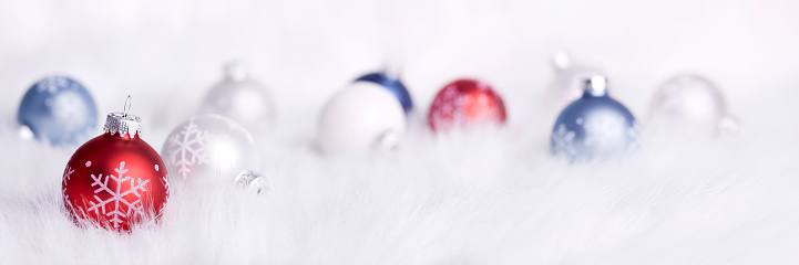Fake Snow「Snowflake Baubles on a Fluffy Background (XXL)」:スマホ壁紙(3)
