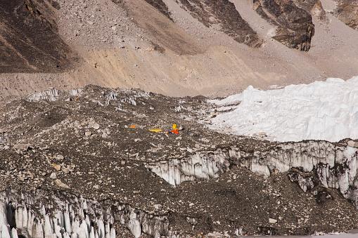 Khumbu Glacier「Icefall Doctors tents on the Khumbu Icefall, Mt Everest Base Camp, Gorak Shep, Everest Base Camp Trek, Nepal」:スマホ壁紙(2)