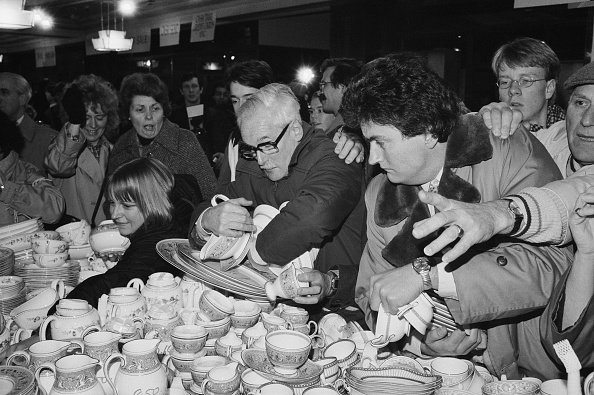 Large Group Of People「Grab A Bargain At The Harrods Sale」:写真・画像(8)[壁紙.com]