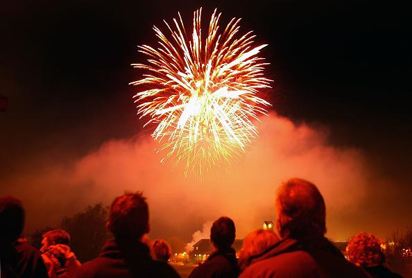 Firework Display「Bonfire Night Celebrations In Lewes」:写真・画像(7)[壁紙.com]