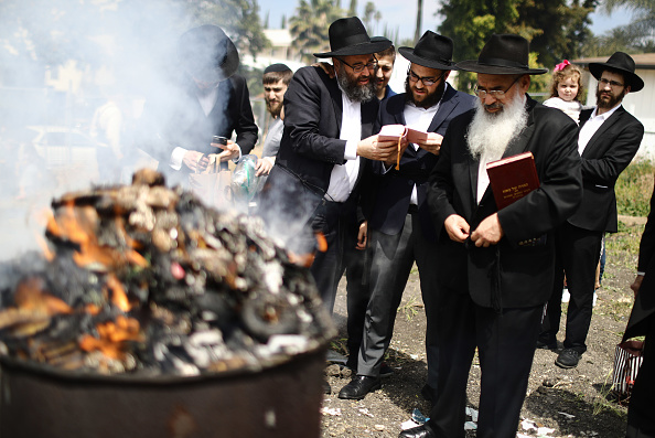 Celebration Event「Jewish Community Members Burn Leavened Items In Preparation For Passover In L.A.」:写真・画像(0)[壁紙.com]