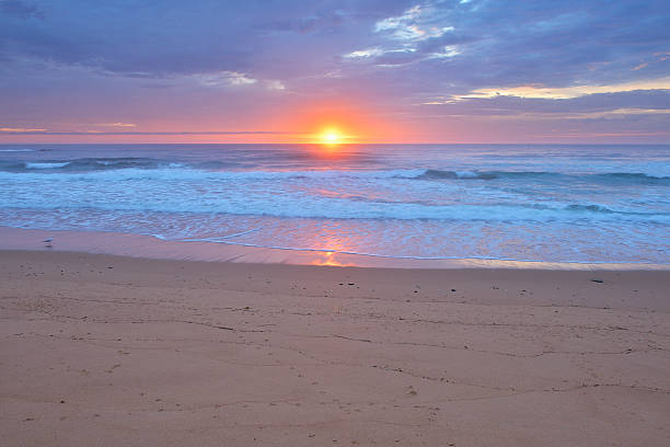 Sandy Beach at Sunrise:スマホ壁紙(壁紙.com)