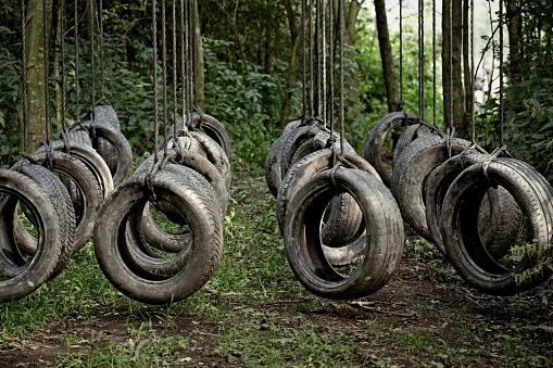 エクストリームスポーツ「tyres 障害の森」:スマホ壁紙(13)