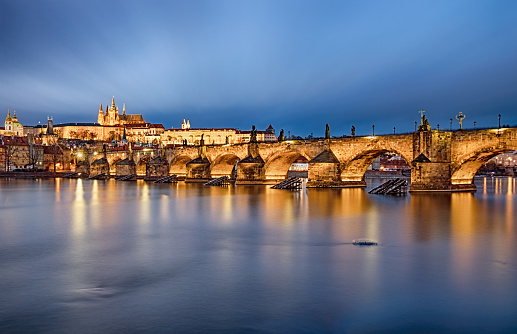 St Vitus's Cathedral「Very long exposure of Prague and Charles Bridge over Vltava river at sunset」:スマホ壁紙(3)