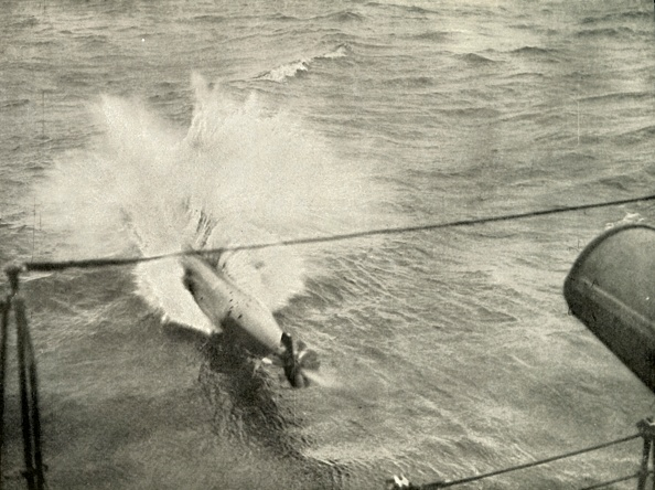 Physical Geography「Torpedo Entering The Water」:写真・画像(18)[壁紙.com]
