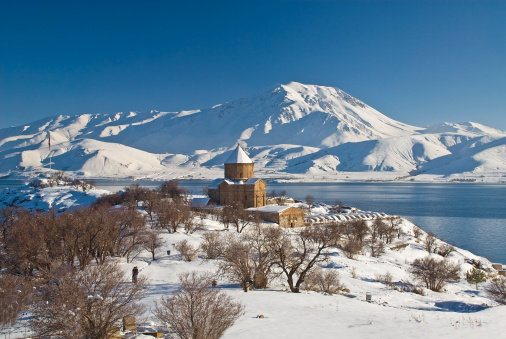 Akdamar Island「Cathedral Church of the Holy Cross (Surp Hac in Armenian) in snow.」:スマホ壁紙(11)