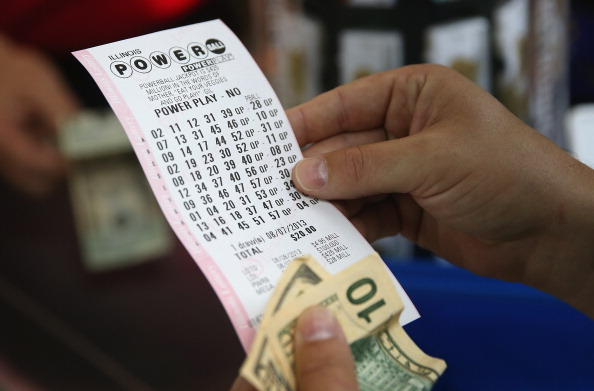 Illinois「425 Million Jackpot Draws Hopeful Lottery Ticket Buyers」:写真・画像(3)[壁紙.com]