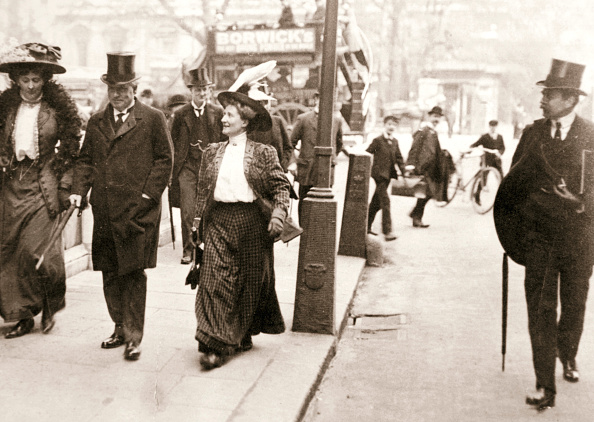 Gray Color「Suffragettes Trying To Speak To The Prime Minister London 1908」:写真・画像(7)[壁紙.com]