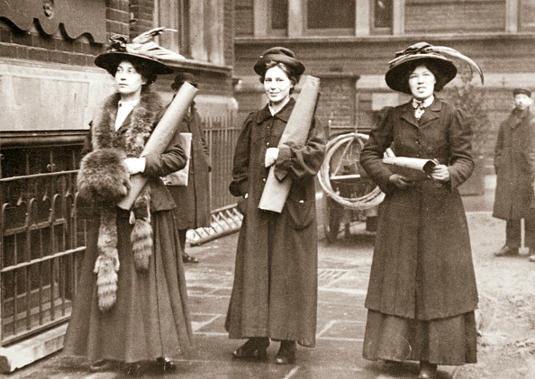 Edwardian Style「Suffragettes Armed With Materials To Chain Themselves To Railings 1909」:写真・画像(16)[壁紙.com]