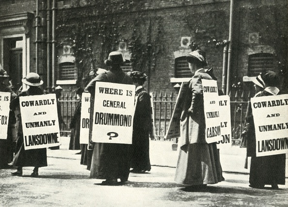 Literature「Suffragettes Demonstrate Outside A Prison」:写真・画像(15)[壁紙.com]