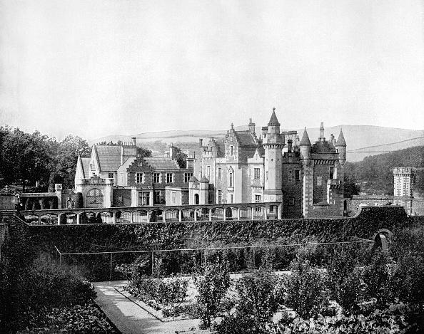 Ornamental Garden「Abbotsford, Scotland, 1893.Artist: John L Stoddard」:写真・画像(1)[壁紙.com]