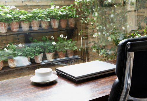 Home Office「Empty home office with mug on desk and garden outdoors」:スマホ壁紙(4)