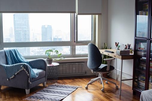Blue「Empty home office」:スマホ壁紙(2)