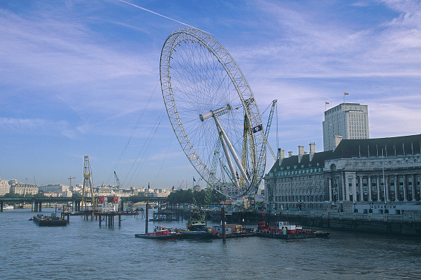 Amusement Park Ride「Erection of London Eye Millennium Wheel. London, United Kingdom. Designed by David Marks and Julia Barfield.」:写真・画像(5)[壁紙.com]