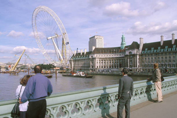 Erection of London Eye Millennium Wheel. London, United Kingdom. Designed by David Marks and Julia Barfield.:ニュース(壁紙.com)