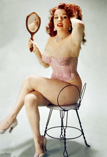 Hand Mirror「Famous pin-up Blaze Starr (real name Fannie Belle Fleming) in 1950」:写真・画像(0)[壁紙.com]