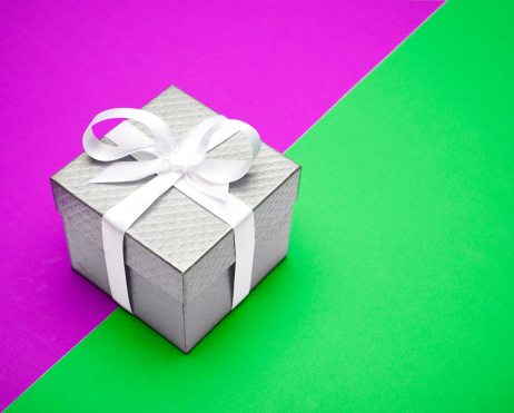 Gift「Trendy, neon gift box with a bow」:スマホ壁紙(9)