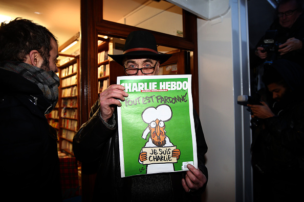Charlie Hebdo「First Edition Of Charlie Hebdo Published Since Paris Terror Attacks Arrives In The UK」:写真・画像(2)[壁紙.com]