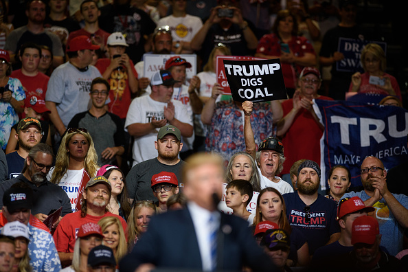 Huntington - West Virginia「President Trump Holds Rally In Huntington, West Virginia」:写真・画像(16)[壁紙.com]