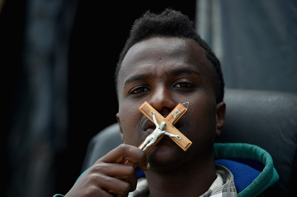 Calais「Calais Migrants Continue To Board Vehicles At The Channel Tunnel」:写真・画像(0)[壁紙.com]