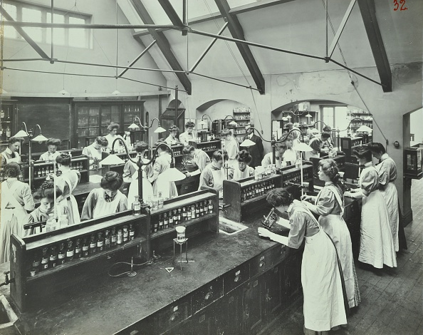 Chemical「Domestic Chemistry Class, Battersea Polytechnic, London, 1907. Artist: Unknown.」:写真・画像(19)[壁紙.com]