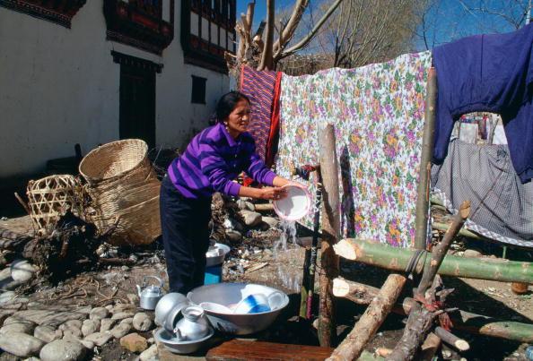 スイセン「Washing Up in the Street in Bhutan」:写真・画像(8)[壁紙.com]