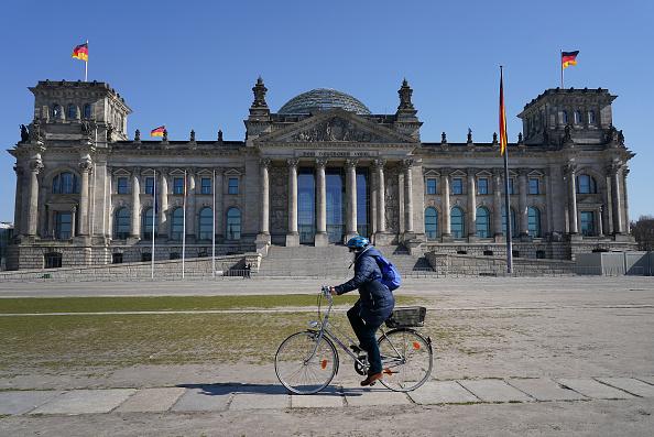 Germany「Bundestag Debates Legislation To Counter Coronavirus Effects」:写真・画像(1)[壁紙.com]