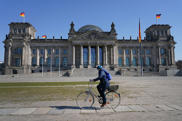 Germany「Bundestag Debates Legislation To Counter Coronavirus Effects」:写真・画像(2)[壁紙.com]
