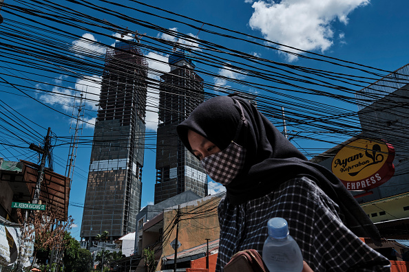Human Head「Covid-19 Restrictions Continue As Indonesia Reports Record Daily Infections」:写真・画像(7)[壁紙.com]