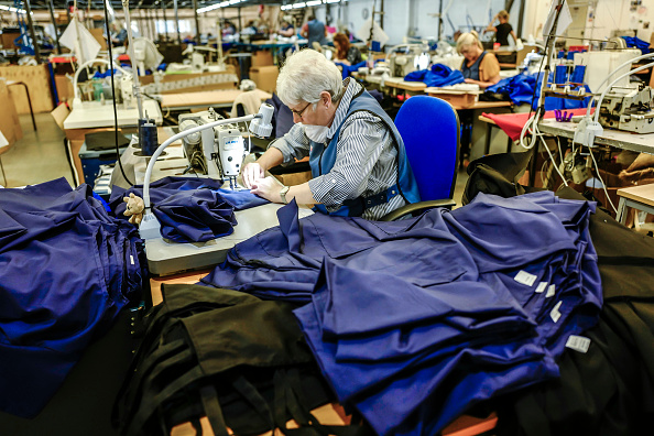 Protective Workwear「Catering Clothing Company Sews Uniforms For NHS Workers」:写真・画像(12)[壁紙.com]