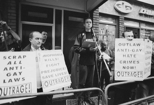 ホモフォビア「Outrage」:写真・画像(7)[壁紙.com]