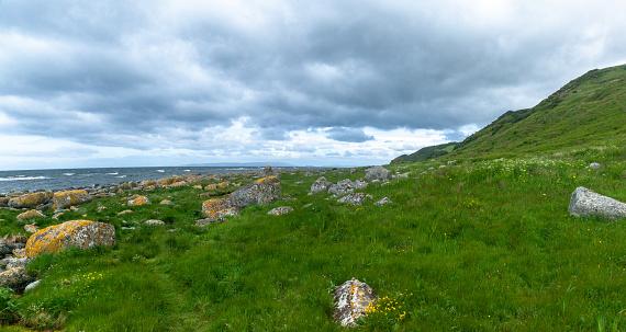 Island of Arran「Rocky coastline, Arran Coastal Way, Isle of Arran, Scotland, United Kingdom」:スマホ壁紙(15)