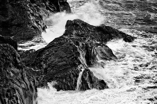 Dyrholaey「Rocky coast at Dyrholaey in Iceland」:スマホ壁紙(2)