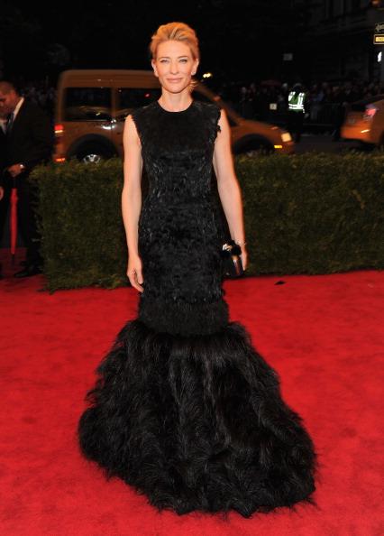 黒「'Schiaparelli And Prada: Impossible Conversations' Costume Institute Gala」:写真・画像(18)[壁紙.com]