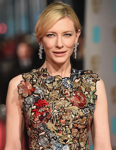 Looking At Camera「EE British Academy Film Awards - Red Carpet Arrivals」:写真・画像(16)[壁紙.com]