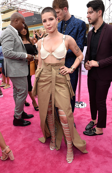 """SIRIUS XM Radio「SiriusXM's """"Hits 1 in Hollywood"""" Broadcasts From the Red Carpet Leading Up to The Billboard Music Awards at the T-Mobile Arena」:写真・画像(5)[壁紙.com]"""