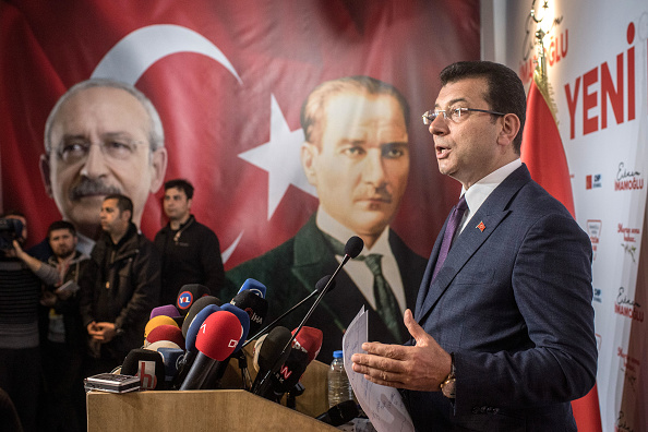 Press Room「Istanbul Mayoral Candidate, Ekrem Imamoglu, Speaks To Reporters As Recount Is Approved」:写真・画像(5)[壁紙.com]