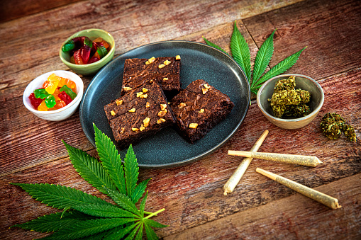 Planting「Cannabis joints and brownies for Medicinal Use」:スマホ壁紙(1)
